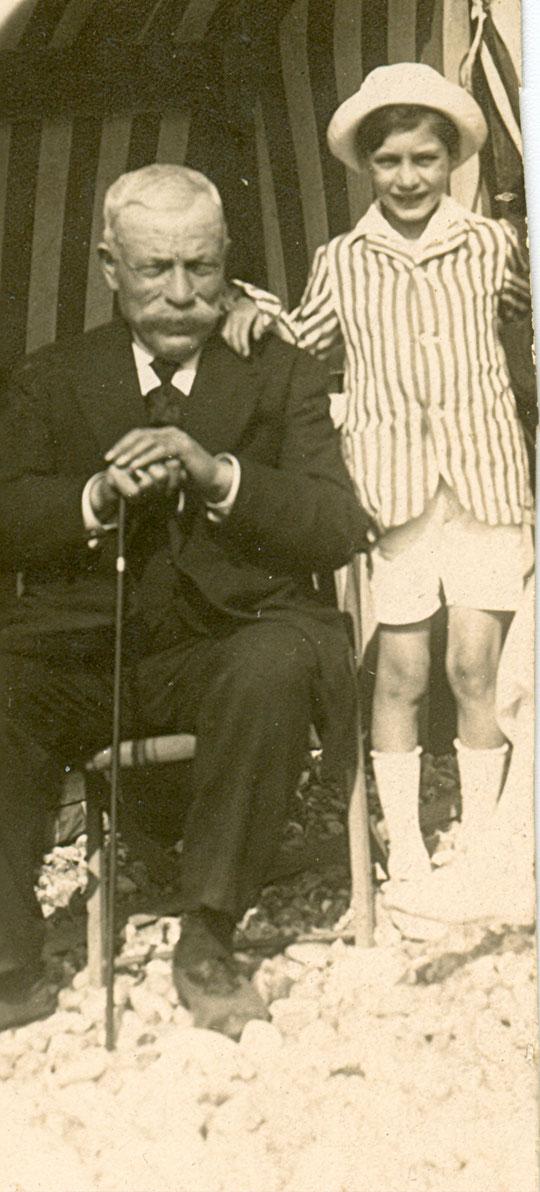 Roland avec Félix Heimendinger, son grand-père