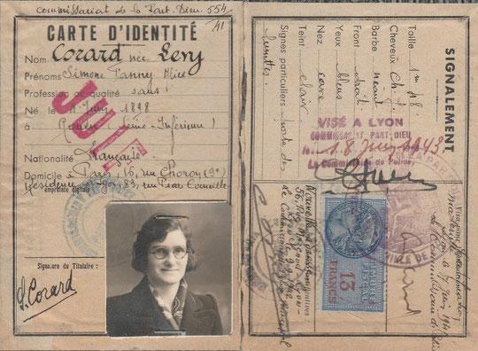 une Carte d'identité visée par le commissariat à Lyon Part Dieu