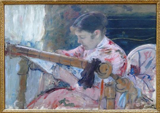 Mary Cassatt : Lydia assise devant un métier à broder, 1881