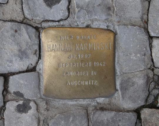 Ici vivait Hannah Karminski, née en 1897, déportée en 1942, assassinée à Auschwitz