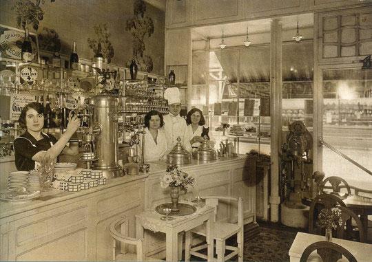 la boutique du glacier Loretto Nardone vers 1930