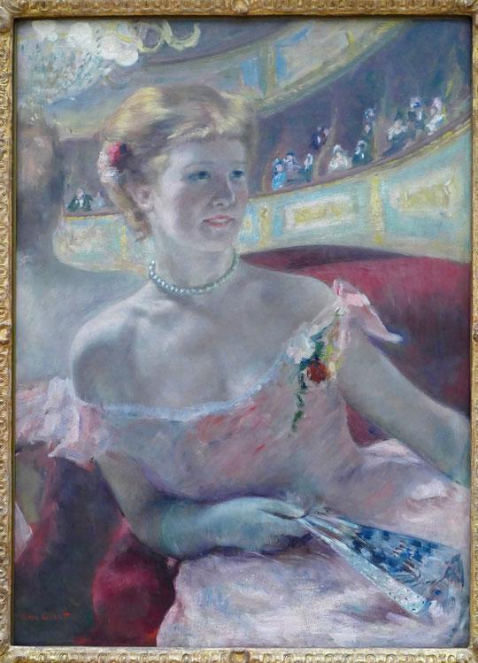 Mary Cassatt : femme avec un collier de perles dans une loge, 1879