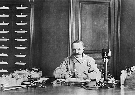 Marius Berliet dans son bureau à Monplaisir
