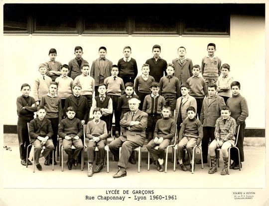 Classe de 5e M5 ; rang du haut de gauche à droite, je suis le 3e, Bernard Chalavoux est le 5e