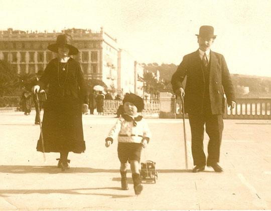 Jocelyn suivi par ses parents Camille et Maurice Paikoff