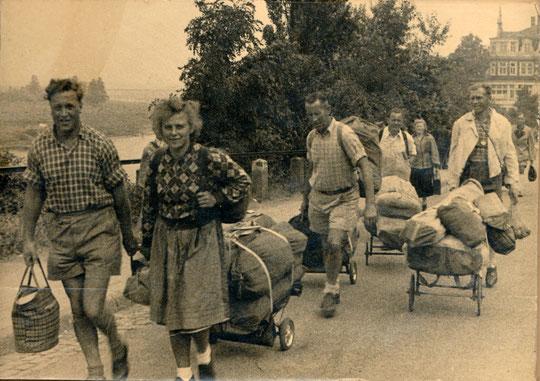 FWF nach dem Krieg mit Faltbootgepäck auf großer Fahrt
