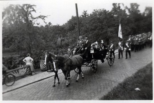 Kutsche 1953 beim Schützenumzug in Moorburg