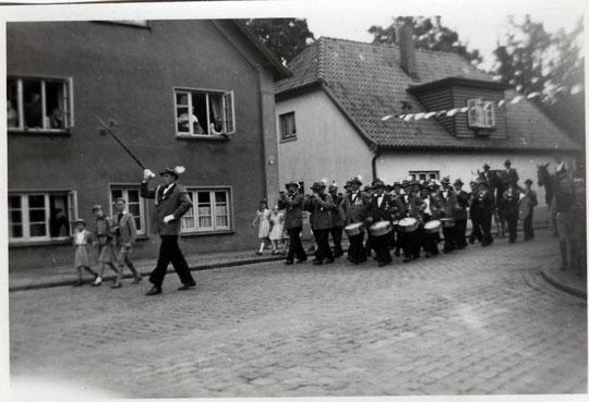 Moorburger Spielmanszug 1953 Ecke Moorburger Elbdeich/ Moorburger Kirchdeich