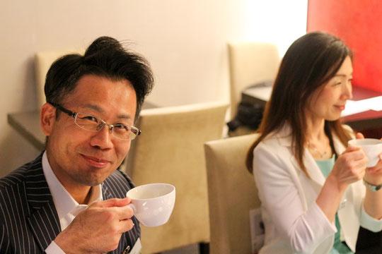 今回は参加者がみなさん 写真NGだったので、 MCの山野佳和さんとサポーターの薮知子さんだけの写真を掲載します。