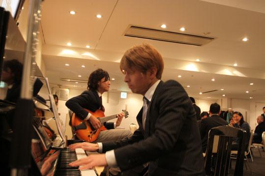 Pianoの井高寛朗さんとGuitarの高田亮介さん