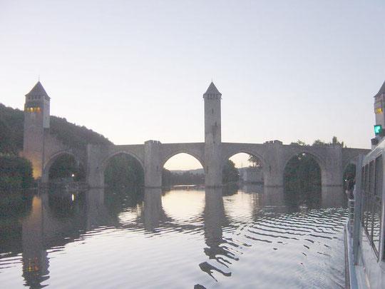 le pont valentré à CAHORS depuis la croisière