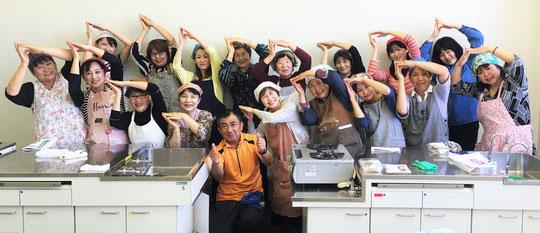 参加者全員で豊橋魚市場のとようおポーズ!!