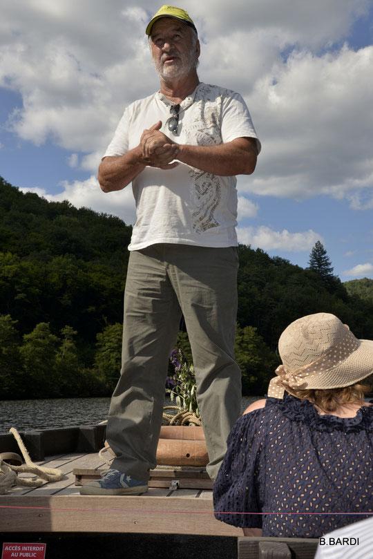 La balade en gabare permet aussi de découvrir la rivière autrement