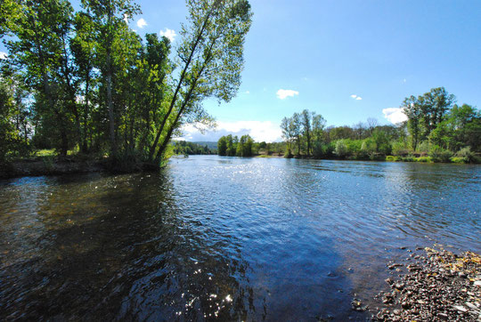 A gauche la Cére à droite la Dordogne