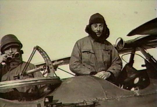 Ancien aviateur ce qui lui valut la Légion d'Honneur