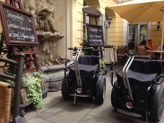 Apache Elektro-Rollstuhl-Segway 2014 Kaffeepause Dresden
