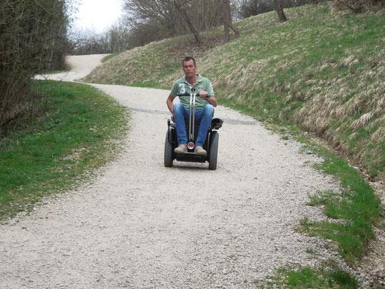 Wheelchair Segway Apache auf Schotterwegen