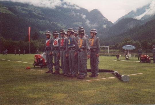 Die Bewerbsgruppe St. Peter/Lajen beim Landesfeuerwehrleistungsbewerb in Sand in Taufers im Juli 1988