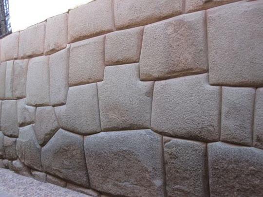 ペルー・クスコの石積み