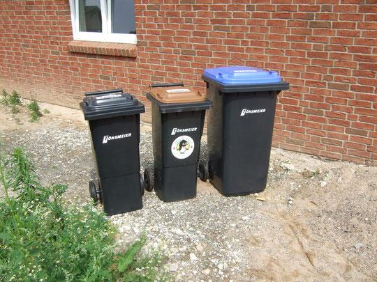 Unsere Mülltonnen sind da! =)