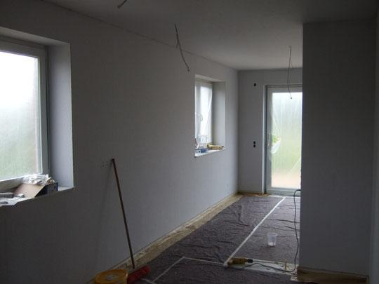 Küche / Esszimmer / Wohnzimmer sind tapeziert