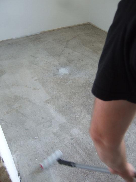 Grundierung fürs Teppich verlegen