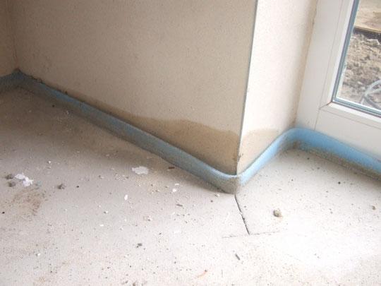 Feuchtigkeit neben der Haustür im Flur