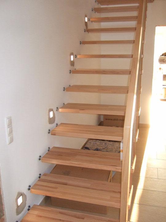 LED-Spots sind eingebaut (drum herum muss noch gestrichen werden)