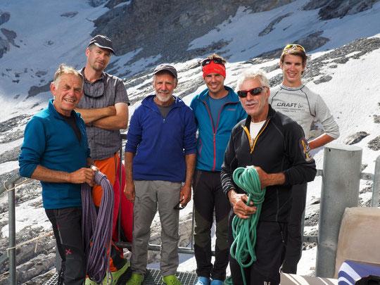 Robert Chevalier est guide de haute montagne, il a été 37 ans garde-moniteur au Parc National des Ecrins.  Il tenait beaucoup à réaliser les Arêtes de la Meije en famille.  Trois générations Chevalier (de 16 à 67 ans) sont en ce moment tout là haut !