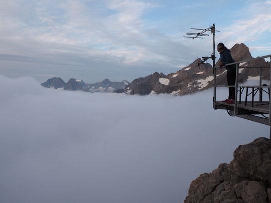 Le réveil des randonneurs ce matin au Promontoire.  Au-dessus des nuages, la sérénité quelque part au-delà du monde...