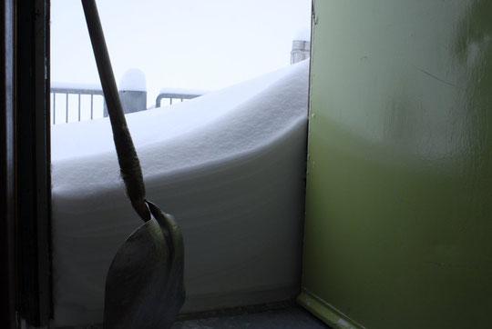 Nous avions tout pelleté hier à 22h30, là ce n'est que l'accu de la deuxième partie de la chute de neige.