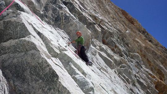 Jean Michel Cambon en reconnaissance sur la première longueur de la voie Gauci sur le versant ouest de la Pyramide Duhamel. C'était  ce mercredi.