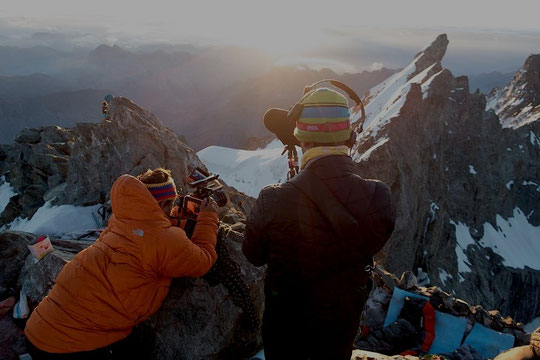"""Au milieu de semaine dernière, lors du tournage du film """"Le Doigt de Dieu"""" au sommet du Grand Pic de la Meije. Merci Yvan Estienne pour la photo... et pour le film à venir !"""
