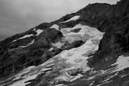 """Hier soir 22 juillet, la face Est du Râteau Est (3808m). Le glacier comme une fin Août ou un début septembre """"normal""""."""