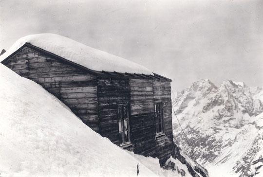 En 1901, ils sont venus construire le premier refuge du Promontoire, exactement au même emplacement que l'actuel !