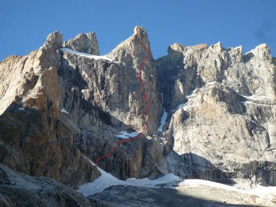 La face Sud  du Grand Pic de la Meije et le refuge sur l'arête du Promontoire.