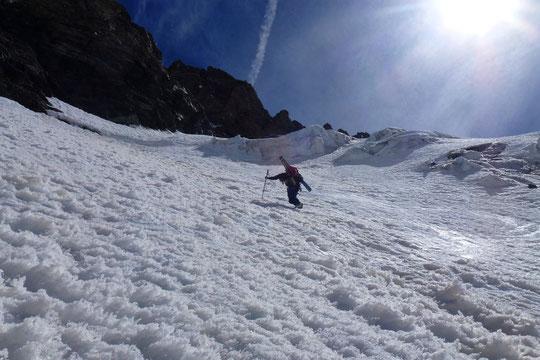 Hier dans la montée vers le col du Pavé (3550m). Photo prise par Mélanie notre stagiaire (en formation gardien de refuge) qui a fait un tour de ski hier avec son ami Yoan.