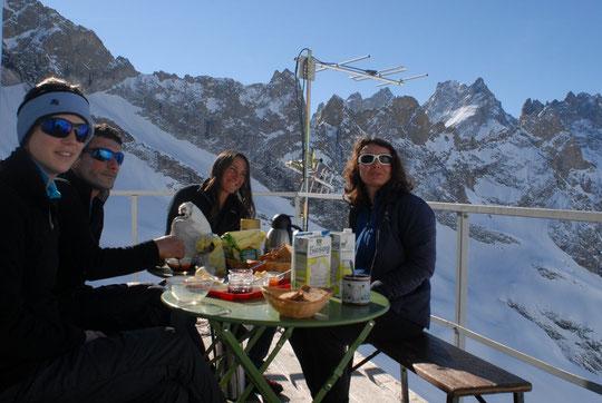 Après le petit déjeuner, nous irons faire un tour à skis vers la brèche et dans le Vallon...