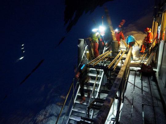 5h du matin ce 12 mai 2018 : j'observe les skieurs se préparer et s'engager vers le Tour de la Meije.  Pour nous les gardiens ce seront les derniers départs des  skieurs que nous avons accueilli depuis 10 ans.  En espérant de supers souvenirs pour tous !