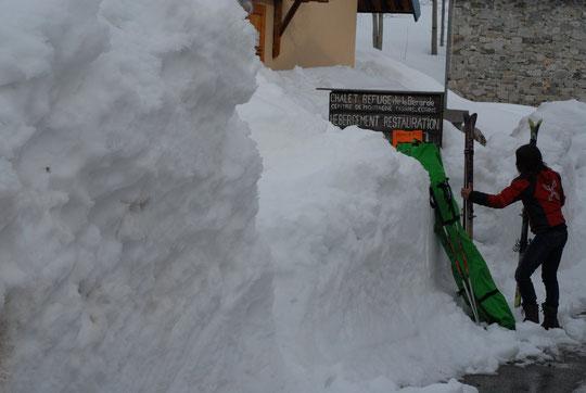 """La Bérade avec """"un peu"""" de neige ce lundi (le centre Alpin est ouvert comme indiqué...!)"""