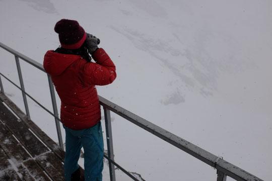 Natahlie a beau surveiller attentivement il n'y a vraiment personne en montagne par ce temps...