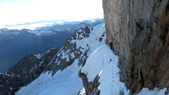 """Face Nord de la Meije hier, une cordée au niveau de la première rampe du """"Z"""". Merci à Rob pour cette belle photo d'ambiance !"""