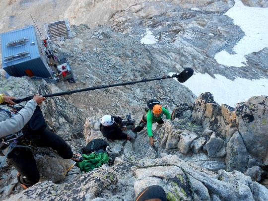 """Scéne de tournage pour le film """"Le Doigt de Dieu"""", lors du passage au """"Pas du Crapaud"""" juste au dessus du refuge. Merci à Lionel Condemine pour la photo."""