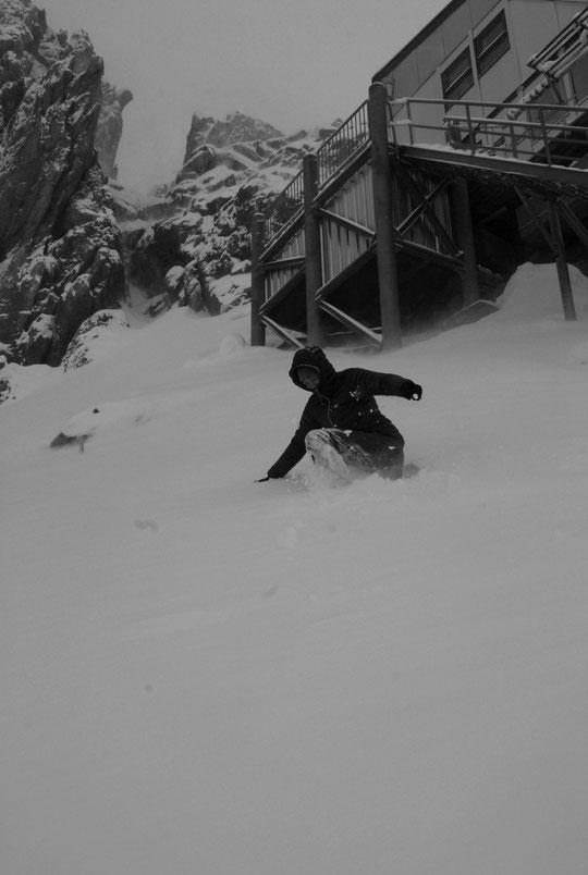 """Tentative de sortie ce matin pour Laura, la gardienne du refuge de l'Aigle actuellement en stage """"hivernal"""" au refuge du Promontoire..."""