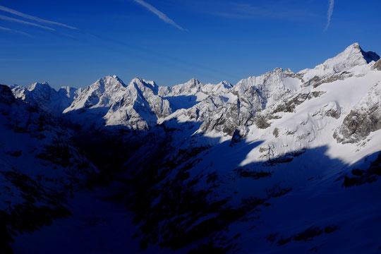 Toutes les montagnes de l'Oisans au soleil avant la tempête de demain... C'était ce matin presque rien que pour nous !