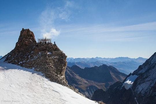 Une page de l'histoire de l'alpinisme se tourne... à nous de réussir la nouvelle ! Photo fin de démontage de l'Aigle, par Abdou Martin.