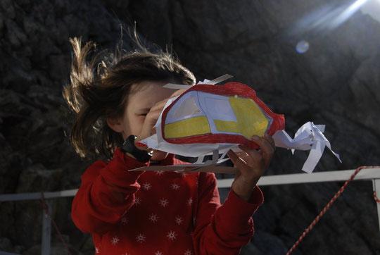 Première sortie du dernier modéle ultra léger de l'hélico des secours, ce matin au Promontoire dans les rafales du vent de sud... Conception et réalisation : Yoska.