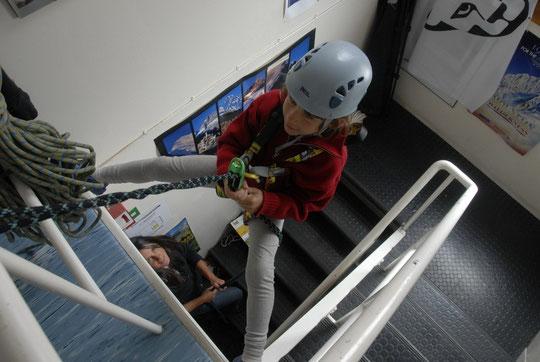 Attention, Yoska a installé ses cordes dans les escaliers...