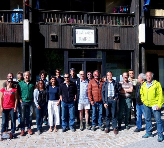 7 juin 2017, mairie de Villar d'Arène l'équipe de lancement du projet nouveau refuge du Pavé et refuge en ville. Une vraie première en montagne !