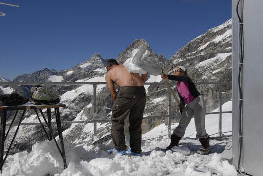 Bataille de pelles de neige au Promontoire...